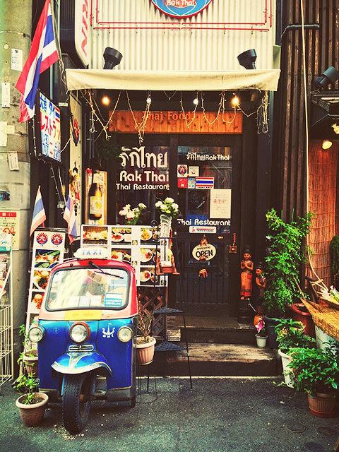 タイ料理店「元町 六番」の店舗外観