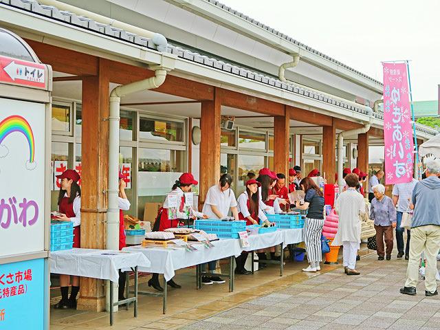 アドベリー収穫祭が開催されている「道の駅藤樹の里あどがわ」の様子