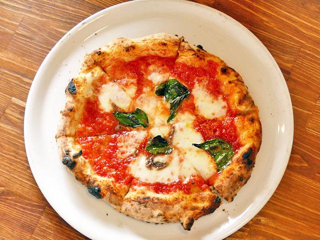「石窯ピザ丸」のピザ「ロマーナ」の写真
