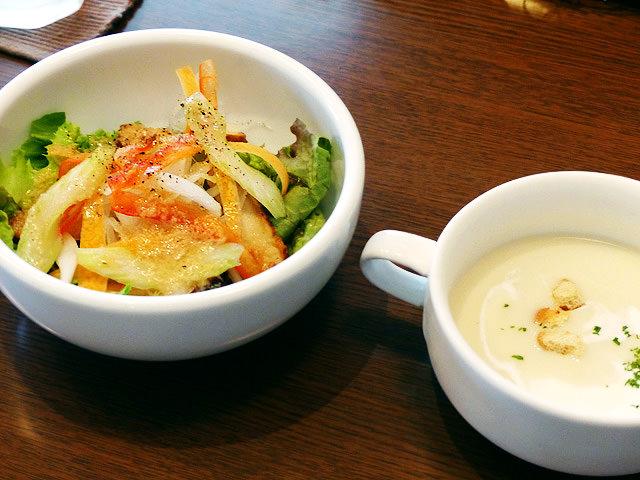 サラダとスープの写真