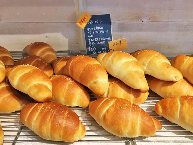 パン屋さん「クスパン」の塩パン