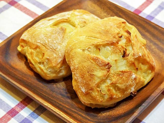 パン屋さん「クスパン」の玉ねぎパン