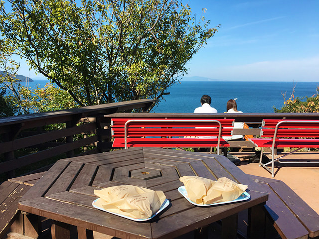 淡路島オニオンキッチンのテラス席の風景